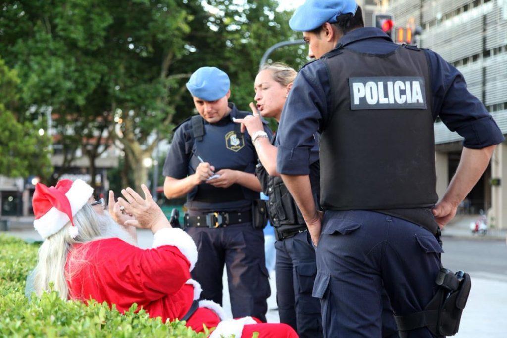Policía y Papá Noel