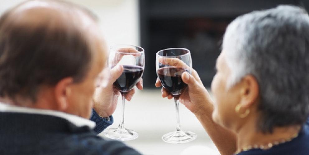 Persona mayores bebiendo