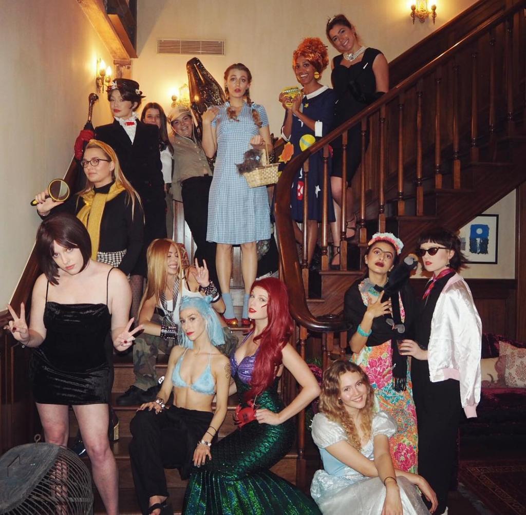 Taylor Swift organiza fiesta de disfraces