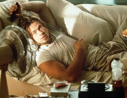 Brad Pitt fuma marihuana