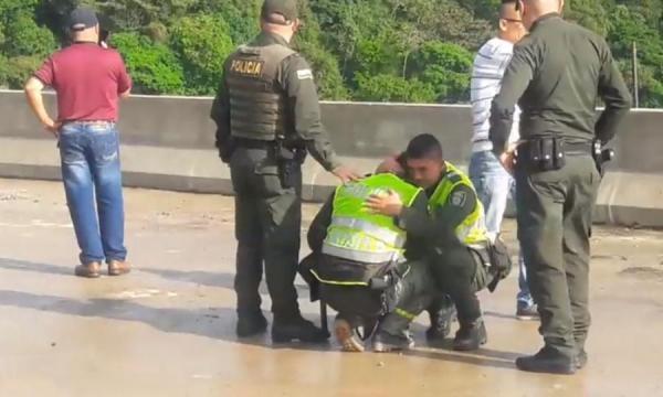 Mujer se suicida con su hijo en brazos