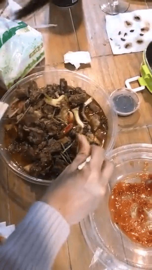 Comida con cucarachas